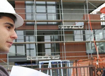 Arbejdsgiver var erstatningsansvarlig for bygningssnedkers tilskadekomst på arbejdet