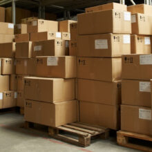 Ikke ansvar for arbejdsgiver efter ulykke, hvor ansat fik knæk i ryggen ved løft af kasse.