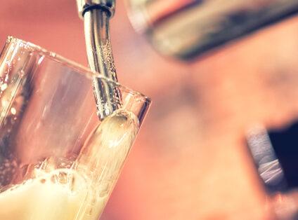 Ansættelsesbevis mangelfuldt – princip om drikke-øl